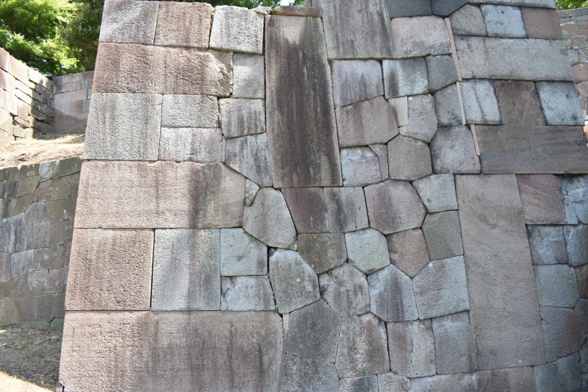 玉泉院丸庭園の石垣
